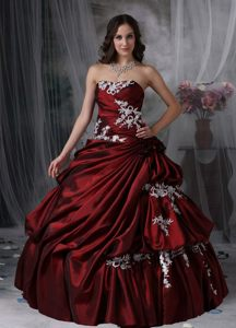 Wine Red Taffeta Quinces Dresses with Appliques and Pick ups