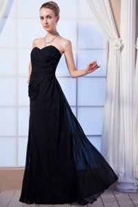 Fashionable Sweetheart Ruches Black Prom Attire with Floor-length