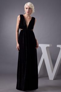 Charming Black Prom Gown Plunging Neckline with Cutouts Waist