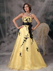 A-line Yellow Prom Dresses Strapless Appliques And Sash in Fashion