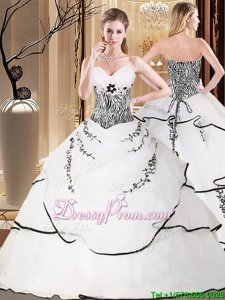 Glittering Organza Sweetheart Sleeveless Sweep Train Lace Up Embroidery Vestidos de Quinceanera inWhite